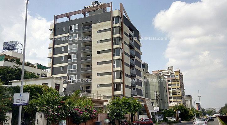 Ridhiraj Bungalow 8 Flats